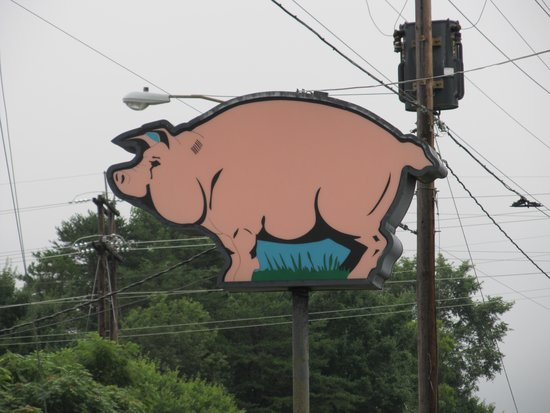 C's Barbecue: Look for the Pig Sign