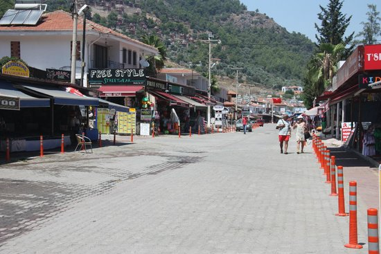 TUI Family Life Tropical Resort: The shopping street in Sarigerme