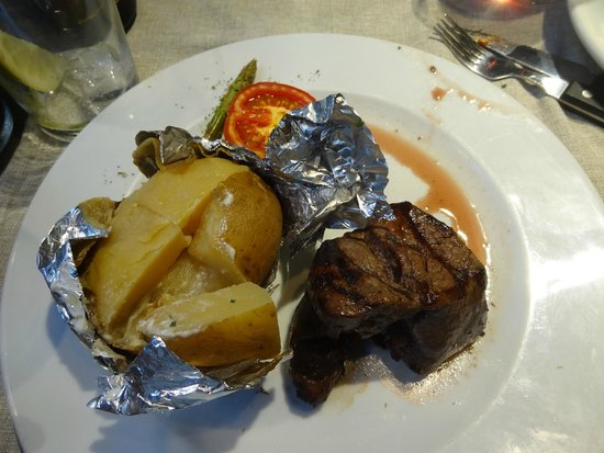 Buenos Aires Grill Restaurant: smallest fillet - perfect!