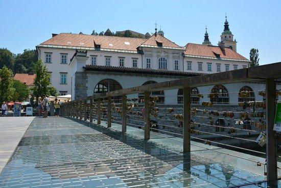 Butcher's Bridge: Petkovskovo nabrezje
