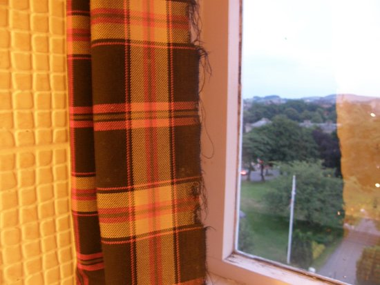 The Palace Hotel : Curtains in bathroom