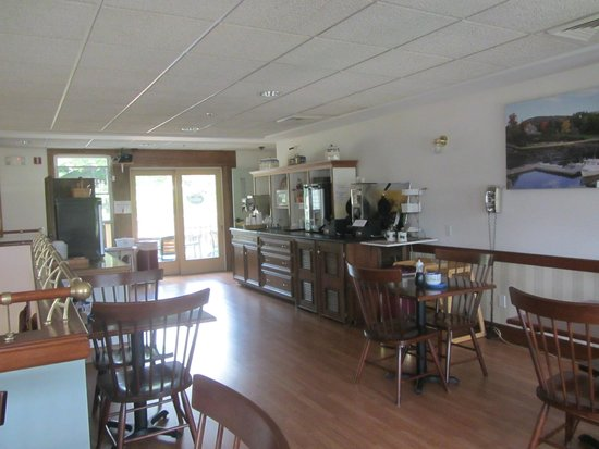 Camden Riverhouse Hotel and Inns: breakfast area