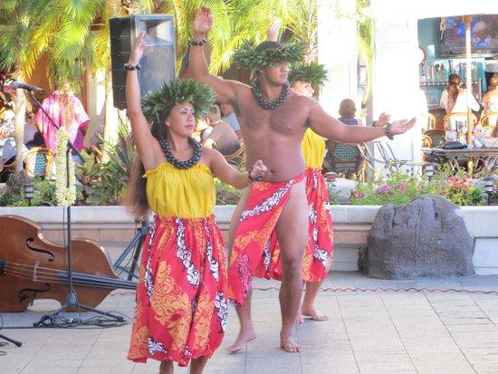 Waikiki Marina Resort at the Ilikai: Hula Friday and Sunday nights