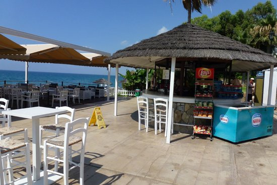 Atlantica Bay Hotel: beach bar