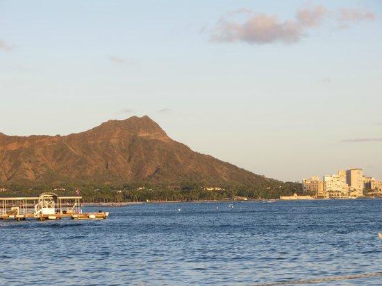 Waikiki Marina Resort at the Ilikai : View of Diamond head from the lagoon