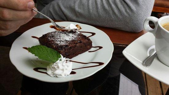 Cafe Orchid Coffee Shop: Chocoladetaart.