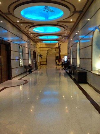 Atlantica Bay Hotel: -1 floor/ ground to pool area