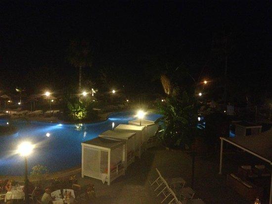 Atlantica Bay Hotel: night - chill by pool