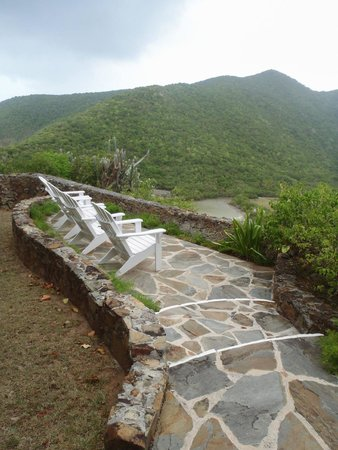 Guana Island: Seats overlooking the island
