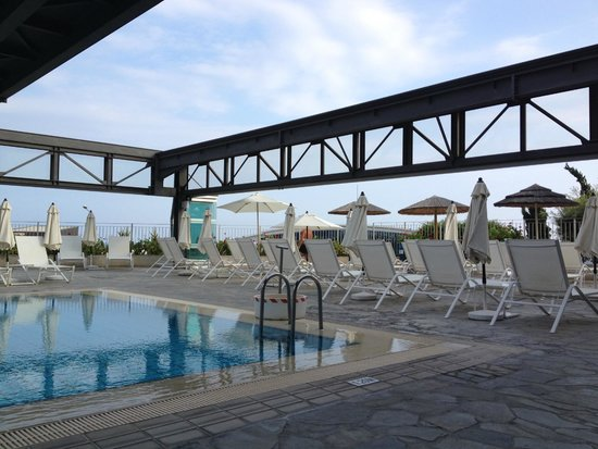 Atlantica Bay Hotel: small pool - can be converted to indoor pool