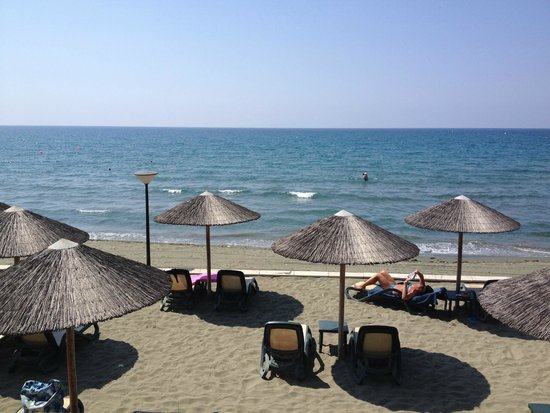 Atlantica Bay Hotel: beach