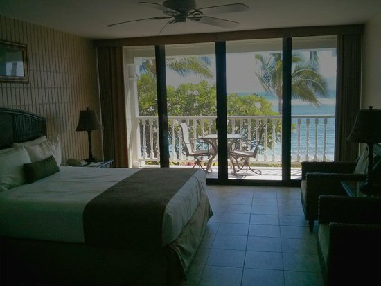 Lahaina Shores Beach Resort: Suite 209 - a winner