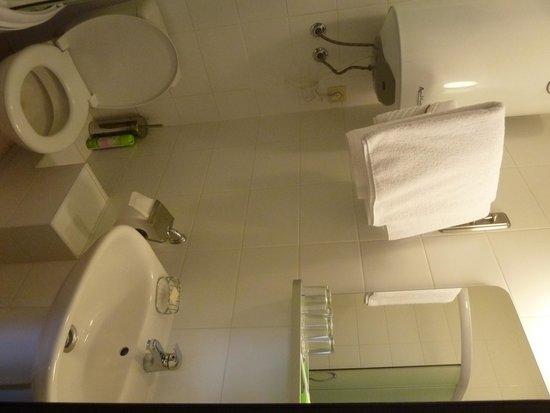 Atlanticа Hotel: baño