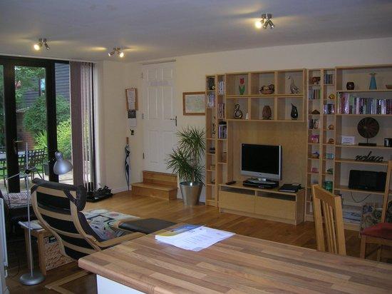 Sisland Tithe Barn: Owl Barn lounge area