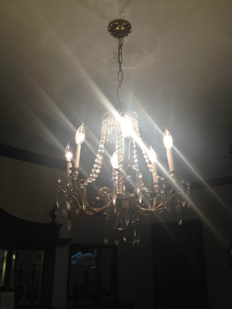 Edgewood Manor: Chandelier in Scarlet's Retreat