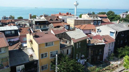 Naz Wooden House Inn: Vista da sacada de frente para o Mar de Marmara