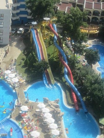 Kuban Resort & Aquapark: pool and flumes