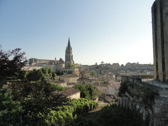 Hostellerie de Plaisance: St Emilion: the hotel is under the church steeple