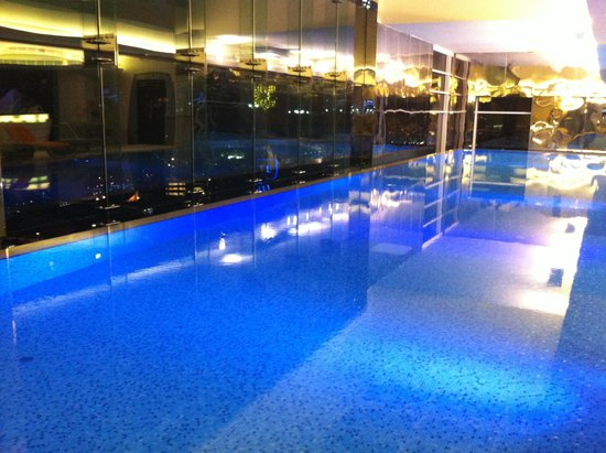 Four Points by Sheraton Kuwait: 29 meter pool on 42d floor of new tower
