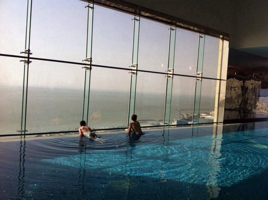 Four Points by Sheraton Kuwait: View of the Arabian Sea from the inifinity pool