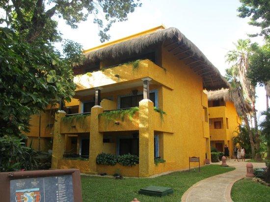 Iberostar Tucan Hotel : Un batiment avec chambres