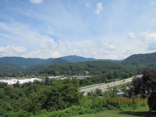 Best Western Smoky Mountain Inn: Looking towards Waynesville