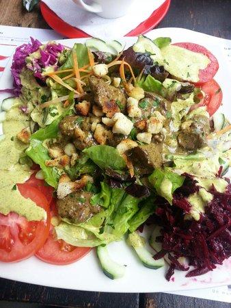 Swiss Bistro Banos : Salat mit Hühnerleber gebraten im Himbeeressig. Mega!
