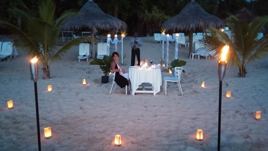 Couples Sans Souci : Sun Set Beach Dinner