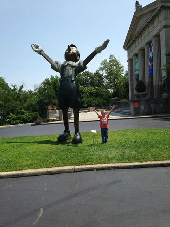 Cincinnati Art Museum lawn