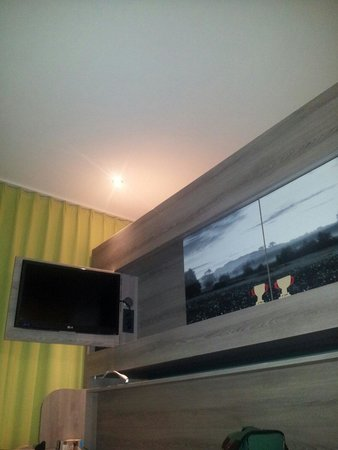 Ibis Styles Nagold - Schwarzwald: The hidden tv and cabinets