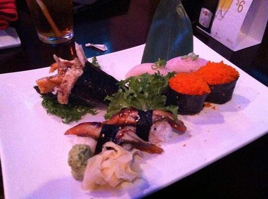 Dao Sushi & Grill : eel and tobiko