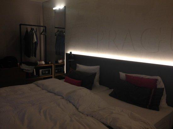 pentahotel Prague : Our hotel room - cool lighting, nice ambience!