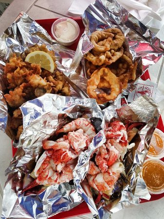Red's Eats : 2 lobster rolls 1/2 pint clams and onion rings