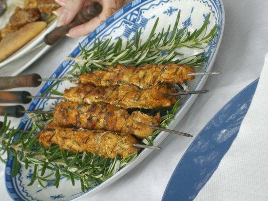 Grilled turkey kebabs picture of jardin bio aromatique for Jardin aromatique