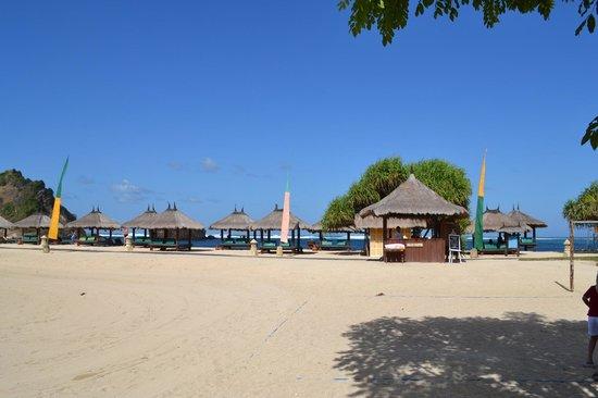 Novotel Lombok : The resort beach