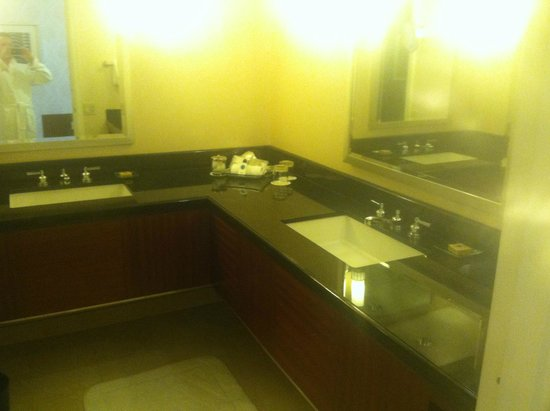 The Ritz-Carlton, Chicago: Bathroom sinks