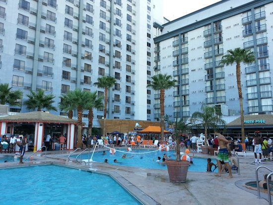 Hooters Casino Hotel: Pool Area