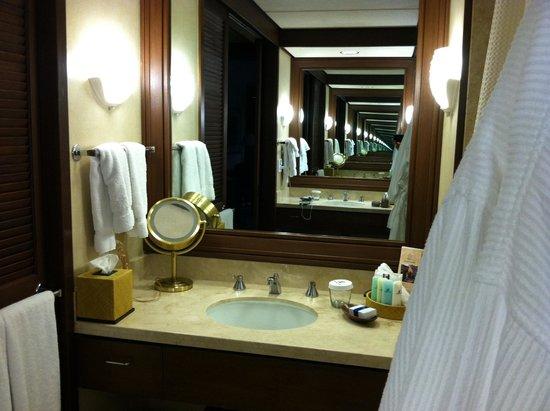 Mauna Lani Bay Hotel & Bungalows : View of Bathroom