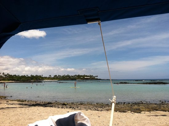 Mauna Lani Bay Hotel & Bungalows : View of Ocean from Beach