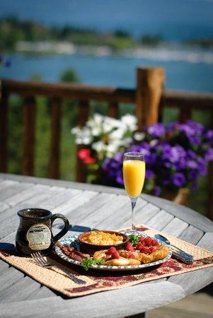Outlook Inn Bed and Breakfast : Breakfast over looking Flathead Lake!