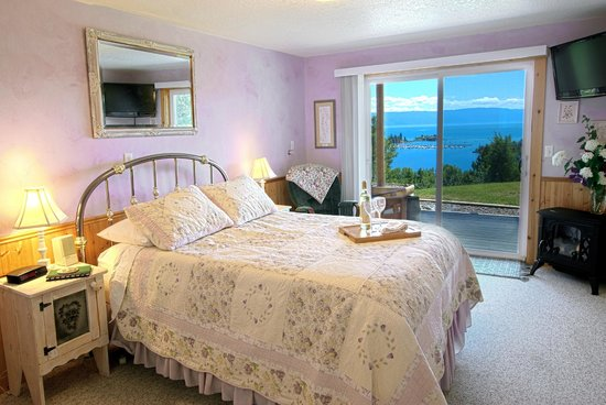 Outlook Inn Bed and Breakfast: All of our rooms offer spectacular views!