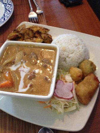 Rama Thai: Beef in a curry sauce; chicken from the grill and tempura veg.