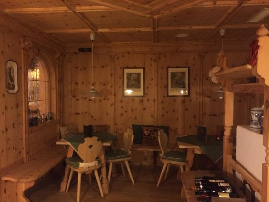 Hotel Chalet del Sogno: Cozy nook by the bar