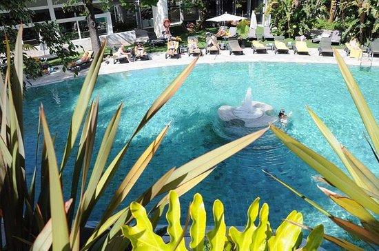 Pestana Palace Lisboa Hotel & National Monument : la piscina esterna, dettaglio