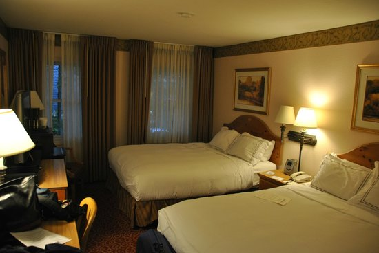 Inn on the Square: chambre lits king size
