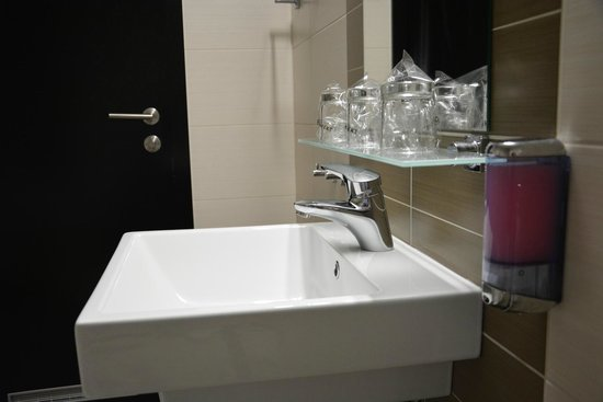 Birokrat Hotel: Notre salle de bain