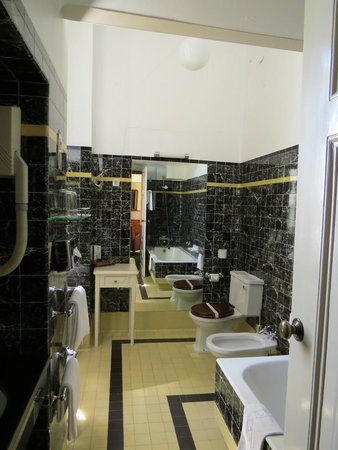 Bussaco Palace Hotel: Our bathroom