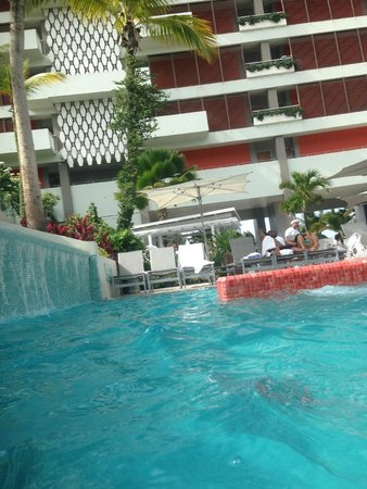 La Concha Renaissance San Juan Resort: Pool pic