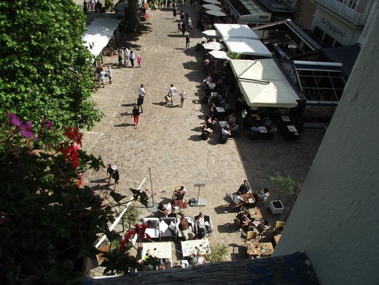 Hotel France et Chateaubriand: View of Square from front window of our room