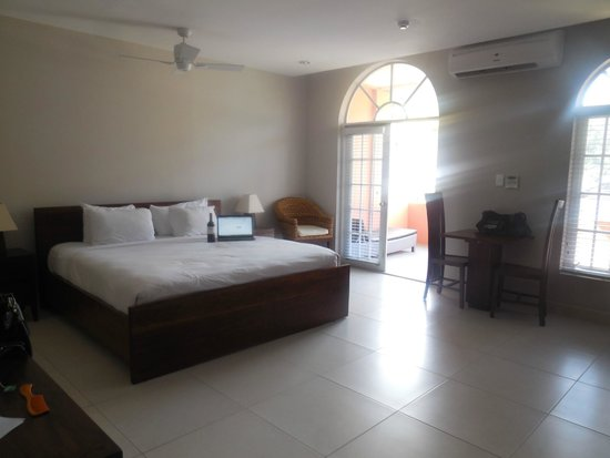 Crews Inn Hotel & Yachting Centre: Bif room